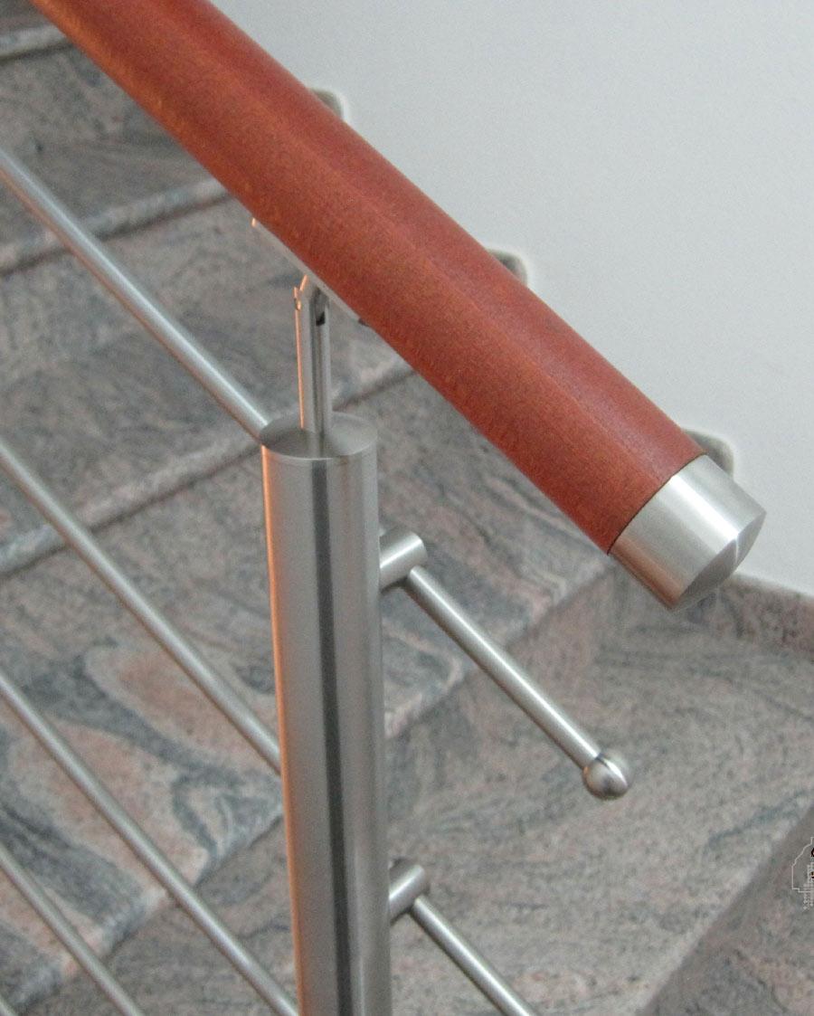Ringhiera in legno vendita ringhiere per scale e balconi - Corrimano per scale interne a muro ...