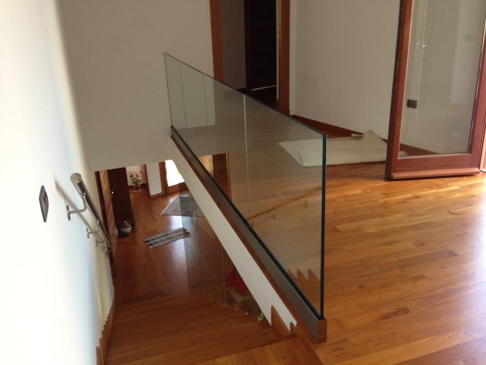Strutture in vetro ringhiere e balaustre per la casa - Ringhiere per interni ...
