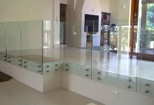 Strutture in vetro, ringhiere e balaustre per la casa