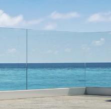 Parapetto in vetro terrazzo senza struttura portante fissaggio fascia a pavimento