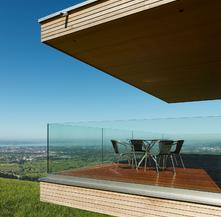 Parapetto in vetro terrazzo con fissaggio fascia a pavimento