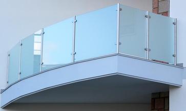 Parapetto a vetro inox 316 satinato con vetro satinato senza corrimano