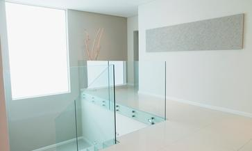 Parapetto in vetro con fissaggio a punto vano scala