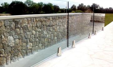 Parapetto in vetro esterno con fissaggio a morsetti
