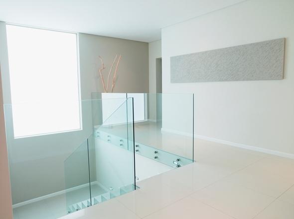 Parapetto in vetro con fissaggio a punto vano scala - Scale con parapetto in vetro ...
