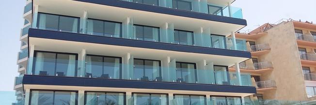 Parapetto in vetro per esterno fissaggio a morsetti senza struttura portante