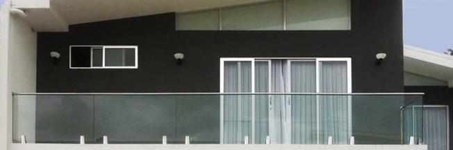 Parapetto in vetro terrazzo con fissaggio a morsetti