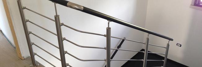 Ringhiera per scala con fissaggio a pavimento
