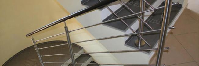 Arredare le scale con le ringhiere in acciaio