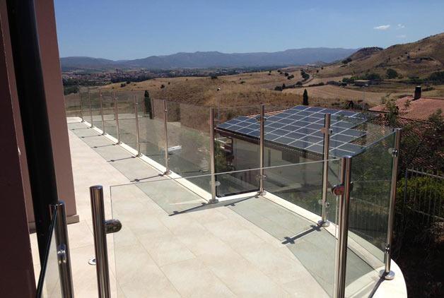 Le ringhiere per il terrazzo tra design e funzionalit - Barriere antirumore per terrazzi ...